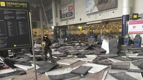 Brysselin Zaventemin lentokentällä räjähti pommi tiistaina aamupäivällä.
