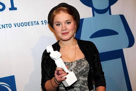Amanda Pilke palkittiin vuonna 2010 Jussi-gaalassa parhaasta naissivuosasta. Pysti tuli Dome Karukosken ohjaamasta elokuvasta Kielletty hedelmä, jossa Pilke näytteli lestadiolaisnuorta.