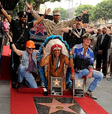 YMCA-hitistään tuttu Village People -yhtye juhli viime viikolla omaa tähteään Hollywoodin Walk of Famella.