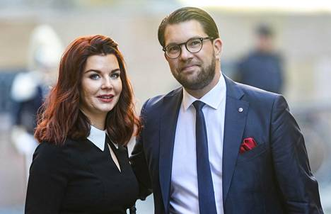 Ruotsidemokraattien puheenjohtajan Jimmie Åkerssonin vaimo Louise Erixon johtaa Sölvesborgin kunnanhallitusta.