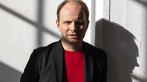 Dome Karukoski on Renny Harlinin lisäksi ainoa suomalaisohjaaja, joka on päässyt tekemään elokuvia nimekkäille Hollywood-studioille.