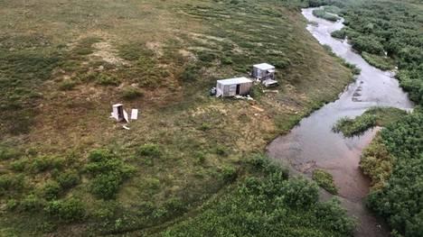 Karhun kohteeksi joutunut kullankaivaja pelastettiin tästä leiristä viime viikon perjantaina Alaskassa.