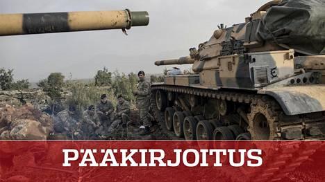 Turkin panssarijoukot valmistautuivat etenemään Syyriaan maanantaina Hatayssa, maiden välisellä rajalla.