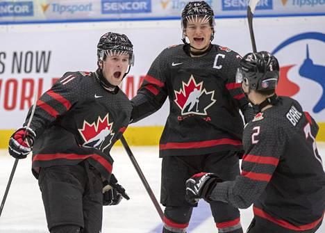 Alexis Lafreniere (vas.) on suurella todennäköisyydellä tämän vuoden draftin ykkösvaraus. Kuvassa Lafreniere juhlii maaliaan nuorten MM-kisojen välierässä Suomea vastaan tammikuussa 2020. Kanada jyräsi ottelussa 5–0-voittoon.
