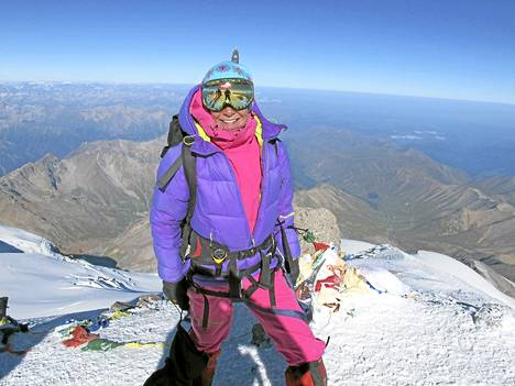 Vuorikiipeily vetää Anne-Mari Hyryläistä puoleensa. Tässä hän on valloittanut Kaukasus-vuoriston korkeimman huipun, Elbrus-vuoren.