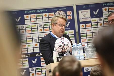 Matti Apunen pohtii Veikkausliigan seurojen kanssa ratkaisuja. Palkkatukiohjelma voisi olla yksi.
