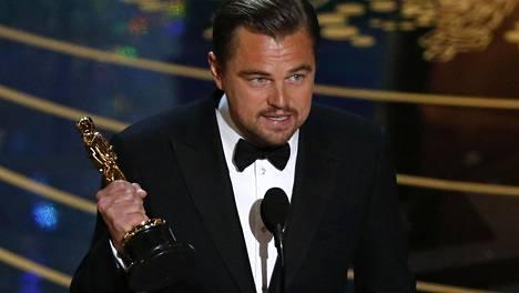 Leonardo DiCaprio palkittiin miespääosa-Oscarilla.