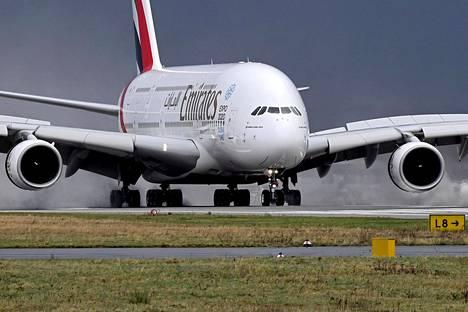 Kyseessä oli Emirates-lentoyhtiön lento Dubaista New Yorkiin. Lennolla oli tiettävästi 521 matkustajaa.