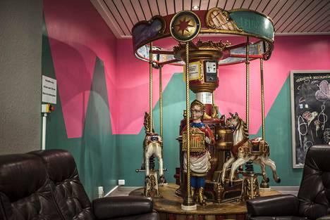 Nord1Marketissa on kahvila, jossa on myös karuselli lapsille.