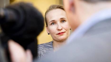 Valtakunnansovittelija Minna Helle valtakunnansovittelijan toimistolla Helsingissä 28. helmikuuta 2017.