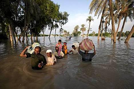 Taudit leviävät nopeasti pakistanin tulva-alueilla ja hätäapua tarvitaan.