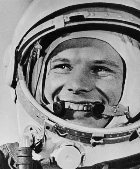 Juri Gagarin oli ensimmäinen ihminen avaruudessa. Hänestä tuli sankari, josta Miljoonasade-yhtye teki kappaleen vuonna 1986.
