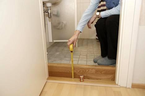 Hovioikeus katsoi, että kylpyhuoneen kynnystä nostettiin remontissa tietoisesti miettimättä vaihtoehtoja.