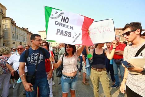 Italiassa, samoin kuin muissa maissa, on myös vastustettu koronapassia.