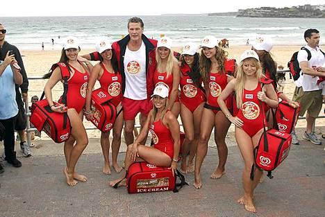Bondi-beachillä Baywatch-tyttöjen kanssa viime vuonna.