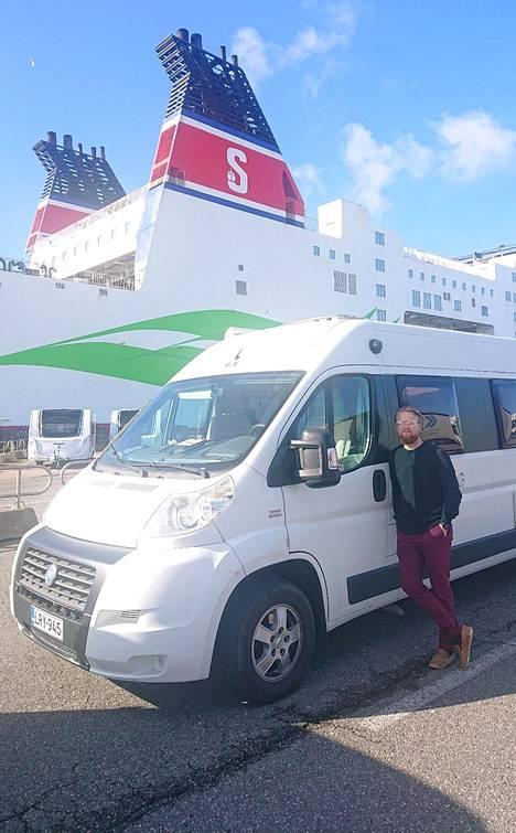 Nora Kumpulainen ja Aleksi Heiskanen ovat jo lähellä kotia. Torstaina he nousivat Rostockista Trelleborgin lauttaan.
