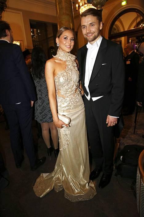 Nico Salo ja Janniina Alho olivat yksi Linnan juhlien kuvatuimpia pariskuntia.