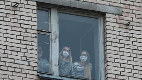 Metshnikovin lääketieteellisen yliopiston asuntolassa on tällä hetkellä karanteenissa noin seitsemänsataa opiskelijaa koronaviruksen leviämisen estämiseksi Pietarissa.