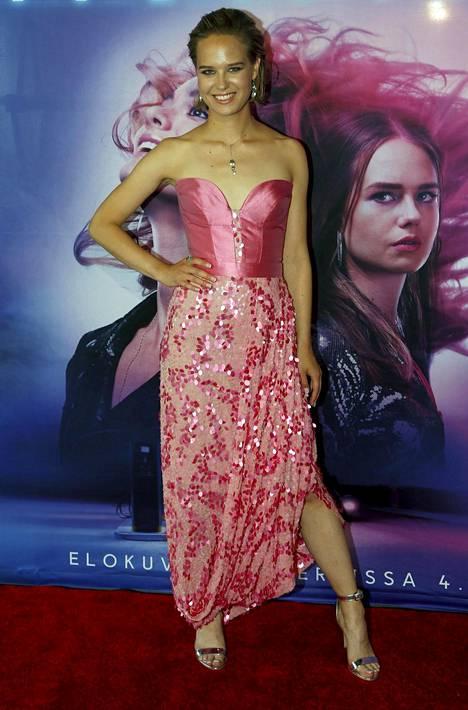 –Oli ilo näytellä Kristan kanssa, ensimmäisen roolin pitkässä elokuvassa tekevä ja Sofa-nimisessä rap-kokoonpanossa esiintyvä Sonja Kuittinen kertoi.