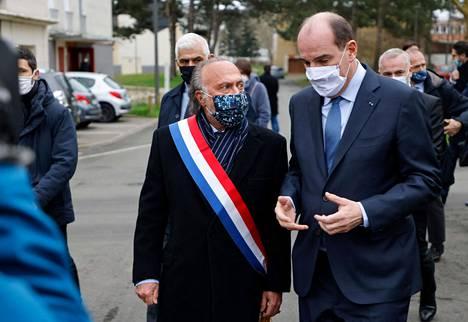 Dassault ja Ranskan pääministeri Jean Castex kuvattiin yhdessä perjantaina heidän vieraillessaan Pariisin Argentinen alueella.