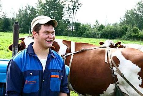 Maajussi-Seppo osti lehmiensä seuraksi Johanna-possun.