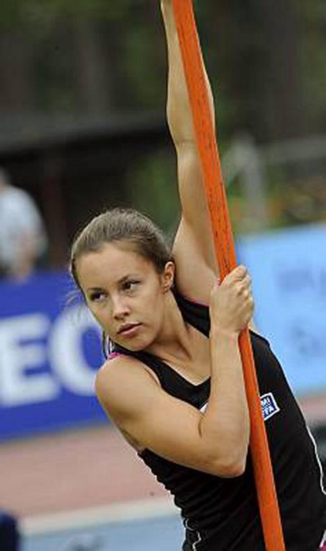 Seiväshyppääjä Vanessa Vandy keräsi 33%25 äänistä Suomen seksikkäimmän naisurheilijan äänestyksessä.