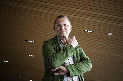 Antto Terras kurkistaa kirjassaan Viron rikoshistorian synkkiin vuosiin.
