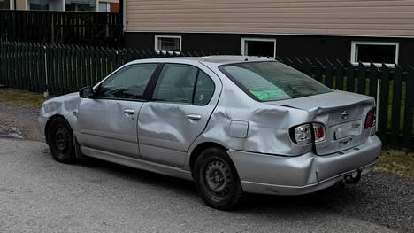 Tampereen epäillyn murhauhrin auto on rusikoitu huonoon kuntoon.