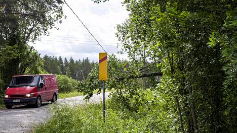 Päivö-myrsky kaatoi puita sähkölinjojen päälle muun muassa Liperissä.