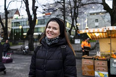 Kati Engman, Turun keskusta. 1. Joo, olen 2. No kai. Tavallaan joo, mutta toivon että kaikki noudattaisivat niitä.