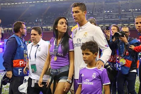 Ronaldon tyttöystävä Georgina Rodríguez, 22, on espanjalainen malli. Kuva on otettu kesäkuun alussa Mestarien liigan finaalin jälkeen.