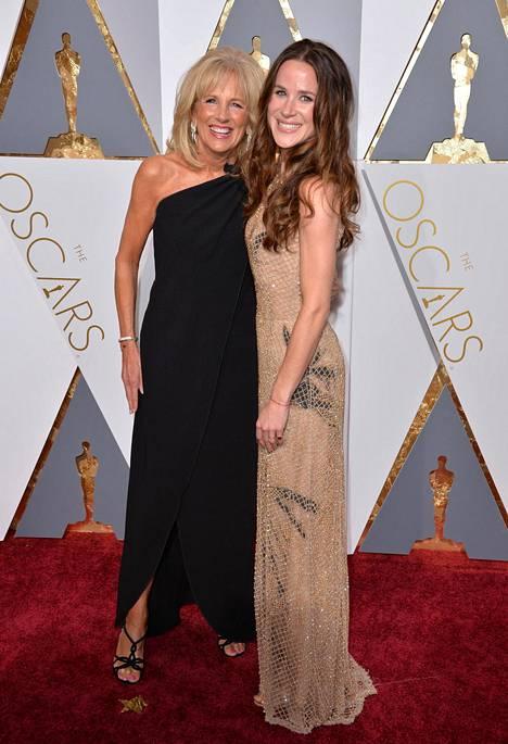 Jill ja Ashley Biden Oscar-gaalassa vuonna 2016.