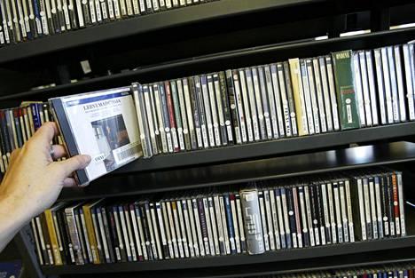 Cd-hyllyt katoavat vähitellen Espoon kirjastoista.