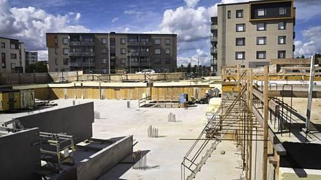 Suurin osa suomalaispankkien yritysluotoista on myönnetty rakennussektorille.