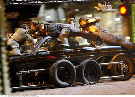 Kuvausryhmän jäsenet saivat rajua kyytiä, kun Nicole Kidmanin ohjaama auto kolaroi. Kahdeksan henkeä, Kidman mukaan lukien toimitettiin sairaalaan.