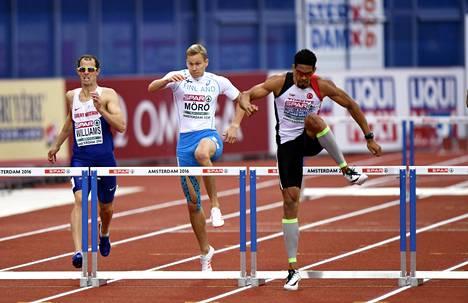 Yasmani Copello Escobar (oik.) voitti mestaruuden miesten 400 metrin aidoissa. Suomen Oskari Mörö taisteli upeasti neljänneksi.