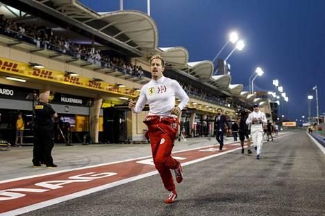 Hölkkääkö viikset kasvattanut Sebastian Vettel jo eläkkeelle?