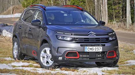 Citroën C5 Aircrossin muotoilusta voi olla vähintään kahta mieltä: se joko miellyttää tai työntää luotaan. Tai sitten jotain siltä väliltä.