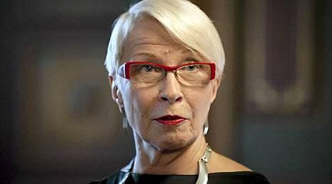 Pukusuunnittelija Ilona Pelli