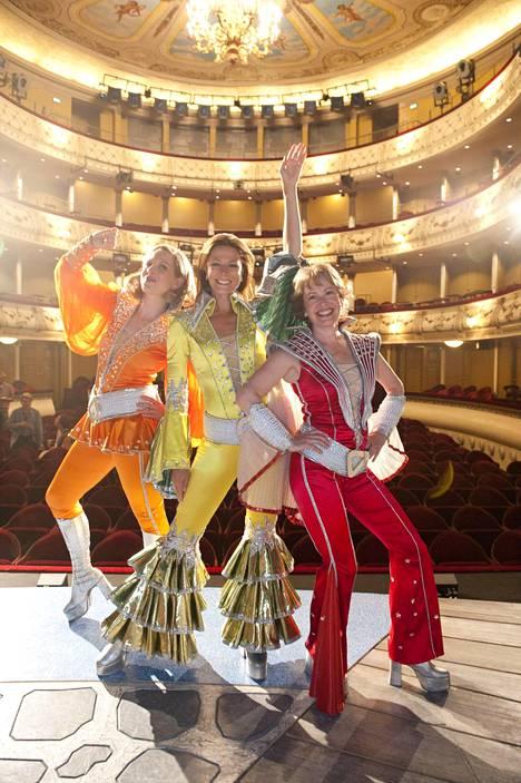 Svenska Teaternin Mamma Mia -musikaali keräsi valtavat yleisöt.