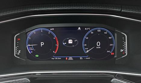 Yksi parhaista varusteista on Volkswagen-konsernissa nopeasti yleistyvä virtuaalimittaristo, jota voi muokata oman makunsa mukaisesti. T-Crossissa se tulee vakiona Sport-varustetasossa.