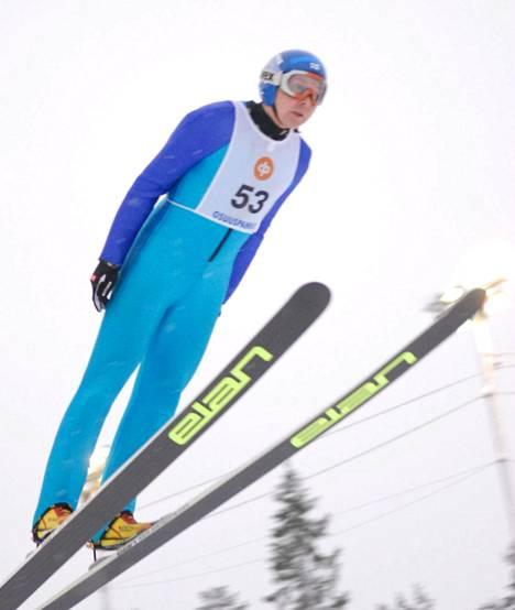 Matti Nykänen hyppäsi veteraanien SM-kisoissa Taivalkoskella 2. helmikuuta 2008.