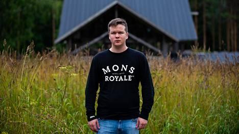 Logged in -dokumenttisarjan ohjaaja Sami Kieksi löysi kolme päähenkilöä Sekasin gaming -hankkeen kautta. Kaksi miestä olivat Kieksille entuudestaan tuttuja.