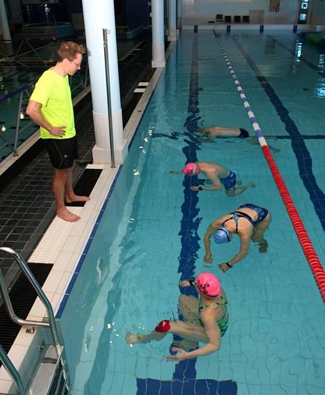 Ennen uintia tehtävät hengitysharjoitukset valmistavat hyvin varsinaiseen treeniin.