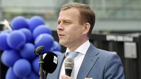 Kokoomuksen puheenjohtajan Petteri Orpo antoi puheessaan huutia tahoille, jotka vertaavat EU:ta natsi-Saksaan tai Neuvostoliittoon.