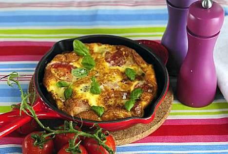 Kinkkumunakkaaseen voit lisäillä kasviksia tai juustoa oman maun mukaan.