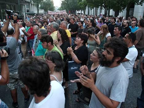 Kreikan terästeollisuuden työntekijät osoittivat mieltään hallituksen säästötoimia vastaan.