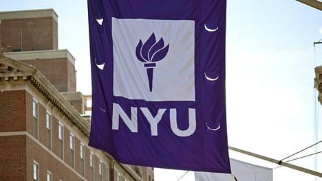 Avital Ronell on hyllytetty ensi vuodeksi virastaan New Yorkin yliopistosta.