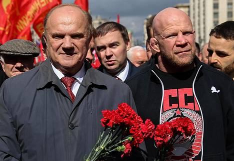 Monson (oik.) kuului alun perin kommunistipuolueeseen. Huhtikuussa 2016 hän johti kulkuetta Leninin mausoleumille yhdessä puolueen johtajan Gennadi Zjuganovin kanssa.