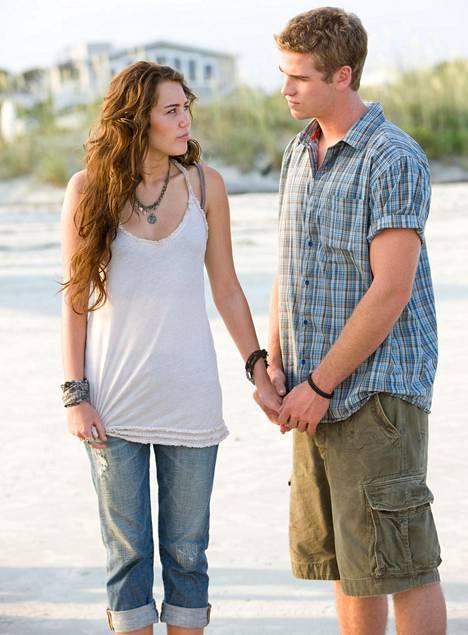 Miley Cyrus ja Liam Hemsworth näyttelivät yhdessä The Last Song -elokuvassa.